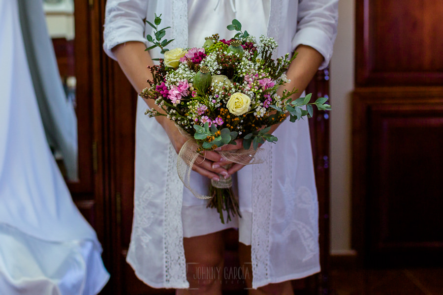 Los mejores ramos de novia, ideas para tu ramo de novia, Johnny Garcia fotógrafos, ramo de flores asimétrico.