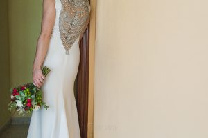 Los mejores ramos de novia, ideas para tu ramo de novia, Johnny Garcia fotógrafos, la novia de espaldas con su ramo de novia diferente.