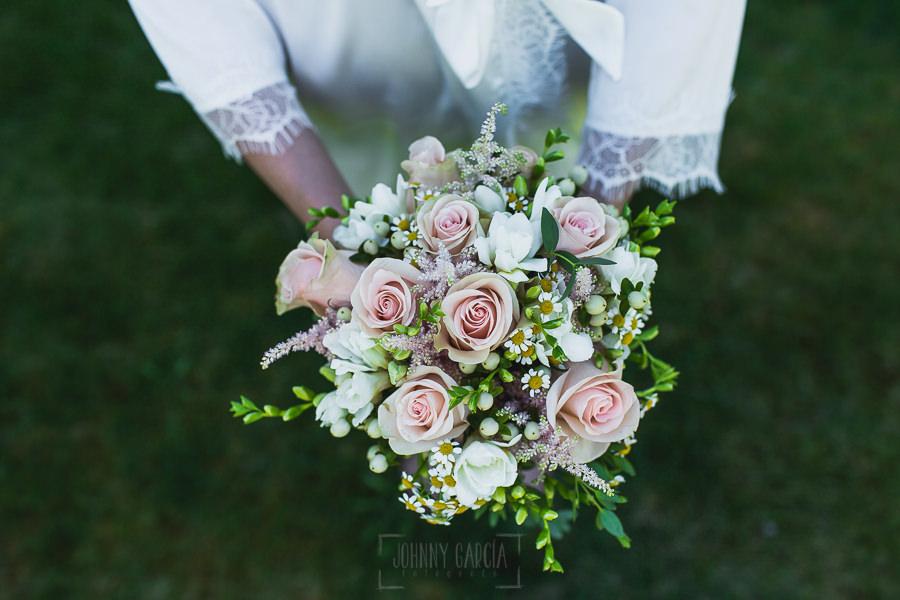 Los mejores ramos de novia, ideas para tu ramo de novia, Johnny Garcia fotógrafos, detalle del ramo de novia desde arriba.