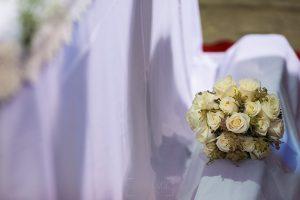 Los mejores ramos de novia, ideas para tu ramo de novia, Johnny Garcia fotógrafos, detalle de ramo en la iglesia.
