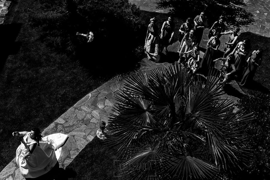 Los mejores ramos de novia, ideas para tu ramo de novia, Johnny Garcia fotógrafos,la novia lanza el ramo a las amigas solteras.