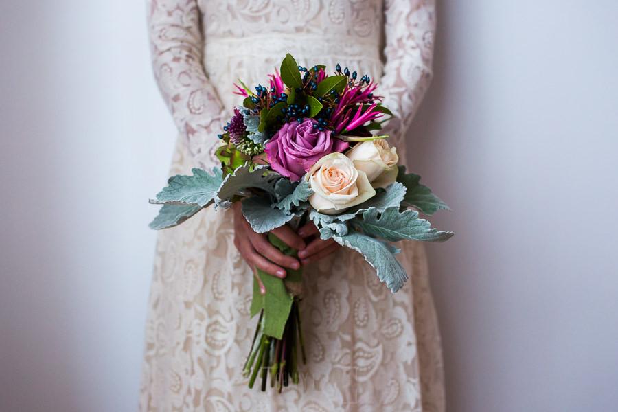 Los mejores ramos de novia, ideas para tu ramo de novia, Johnny Garcia fotógrafos, una novia con un ramo diferente.