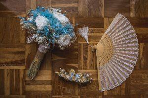 Los mejores ramos de novia, ideas para tu ramo de novia, Johnny Garcia fotógrafos, detalle de ramo de novia junto al complemento para el pelo.