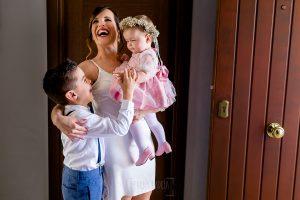 Boda en Hacienda de Regla, Sevilla, de Jessica y Sergio, Johnny García, fotógrafo de bodas en Sevilla; Jessica junto a sus sobrinos.
