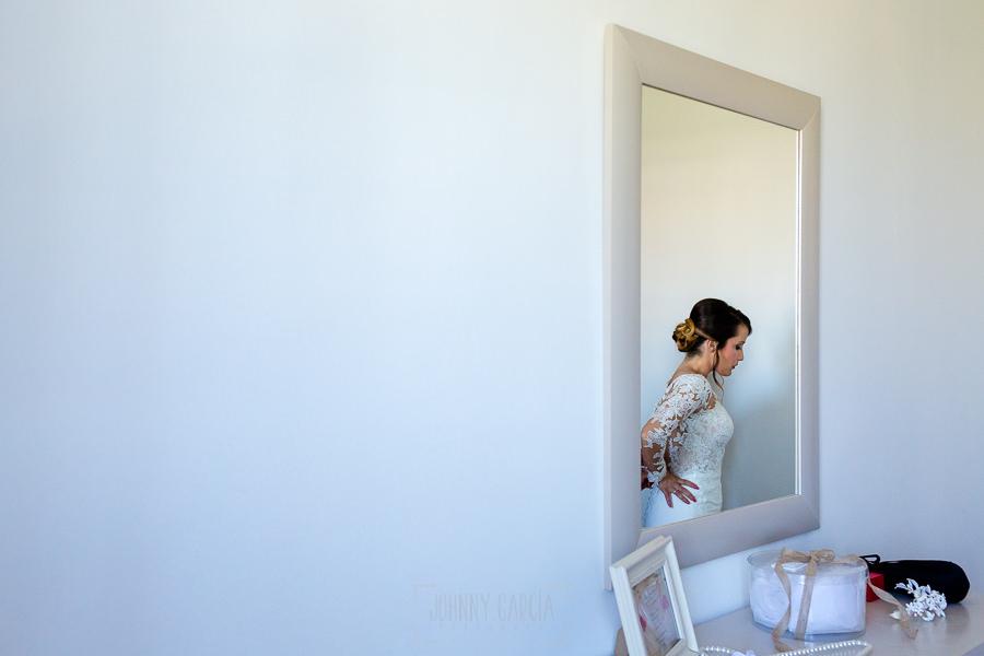 Boda en Hacienda de Regla, Sevilla, de Jessica y Sergio, Johnny García, fotógrafo de bodas en Sevilla; Un momento de los preparativos de la novia.