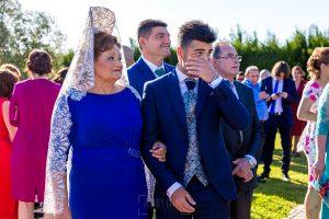 Boda en Hacienda de Regla, Sevilla, de Jessica y Sergio, Johnny García, fotógrafo de bodas en Sevilla; El novio se emociona al ver a la novia.
