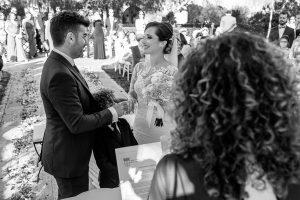Boda en Hacienda de Regla, Sevilla, de Jessica y Sergio, Johnny García, fotógrafo de bodas en Sevilla; momento de los anillos de los novios.