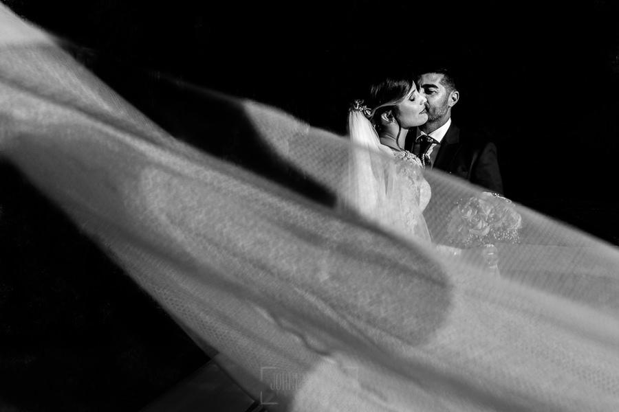 Boda en Hacienda de Regla, Sevilla, de Jessica y Sergio, Johnny García, fotógrafo de bodas en Sevilla; retrato de los novios.