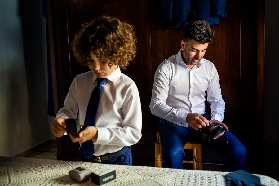 Boda en Hacienda de Regla, Sevilla, de Jessica y Sergio, Johnny García, fotógrafo de bodas en Sevilla; Preparativos del novio.