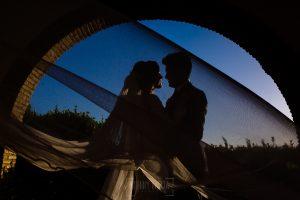 Boda en Hacienda de Regla, Sevilla, de Jessica y Sergio, Johnny García, fotógrafo de bodas en Sevilla; Foto de los novios durante el reportaje en la Hacienda de Regla.
