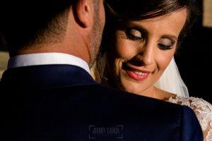 Boda en Hacienda de Regla, Sevilla, de Jessica y Sergio, Johnny García, fotógrafo de bodas en Sevilla; retrato de los novios de cerca.