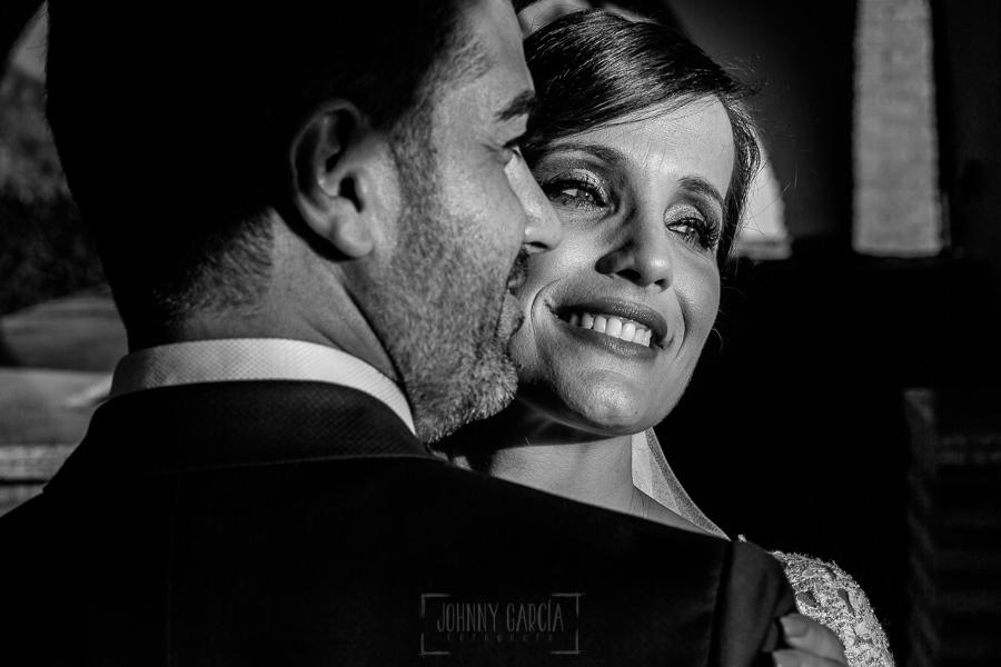 Boda en Hacienda de Regla, Sevilla, de Jessica y Sergio, Johnny García, fotógrafo de bodas en Sevilla; una foto de la pareja.