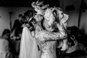 Boda en Hacienda de Regla, Sevilla, de Jessica y Sergio, Johnny García, fotógrafo de bodas en Sevilla; La novia junto a su sobrina.