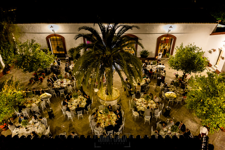 Boda en Hacienda de Regla, Sevilla, de Jessica y Sergio, Johnny García, fotógrafo de bodas en Sevilla; Vista de las mesas desde los alto.