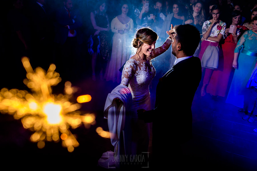 Boda en Hacienda de Regla, Sevilla, de Jessica y Sergio, Johnny García, fotógrafo de bodas en Sevilla; baile de los novios.
