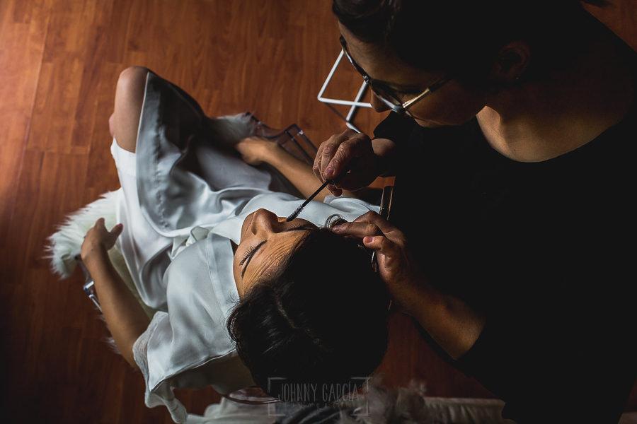 Boda hotel Ruta Imperial de Sandra y David realizada por el fotógrafo de bodas en Jarandilla de la Vera Johnny García, maquillaje de la novia