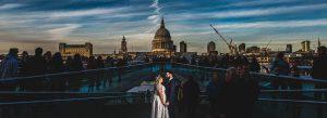 Fotografía de boda premiada en Inspiration Photographer en su collection 26 realizada por Johnny García en una boda en Londres, foto destacada