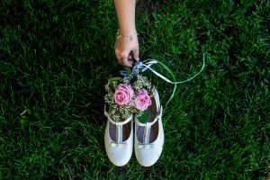 Comunión en Hervás de África, foto de comunión realizada por Johnny García, fotógrafo de comuniones. Detalle de los zapatos de comunión.