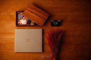 libro de boda artesanal en lino arena con logotipo.
