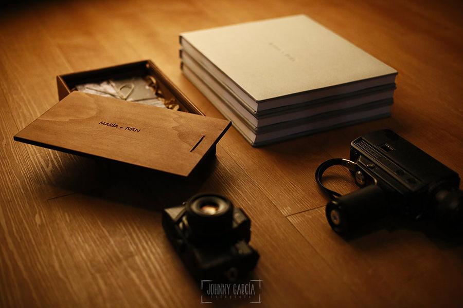 Libros de boda de la serie editorial con micropiel realizados por el fotógrafo de bodas Johnny García, pertenecen a la boda de María e Iván
