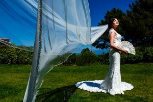 Boda en La Alberca de Sonia y Juanjo realizada por el fotógrafo de bodas en Salamanca Johnny García. Un retrato de Sonia con el velo puesto.