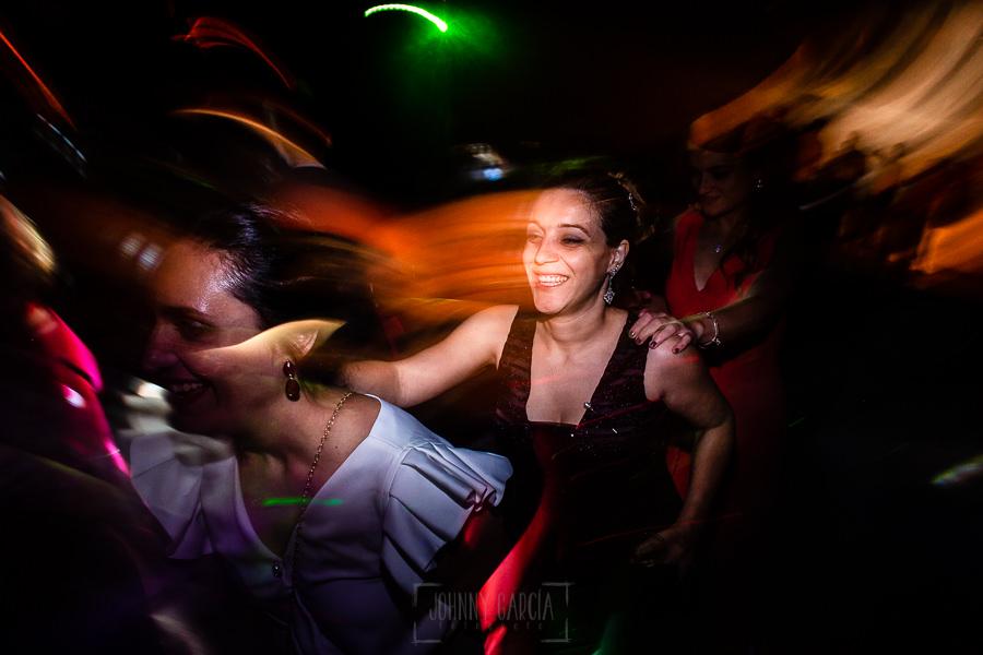 Boda en La Alberca de Sonia y Juanjo realizada por el fotógrafo de bodas en Salamanca Johnny García. Momento de la fiesta 2.