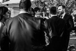 Boda en Béjar de Vanessa y Jorge realizada por Johnny García, fotógrafo de bodas en Béjar. El novio junto a sus amigos.