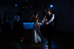 Boda en Béjar de Vanessa y Jorge realizada por Johnny García, fotógrafo de bodas en Béjar. Primer baile nupcial.