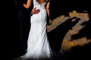 Boda en Béjar de Vanessa y Jorge realizada por Johnny García, fotógrafo de bodas en Béjar. Detalle de la sombra de los novios.