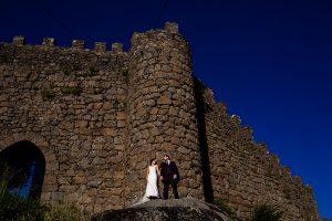 Boda en Béjar de Vanessa y Jorge realizada por Johnny García, fotógrafo de bodas en Béjar. Los novios en la muralla de Béjar.