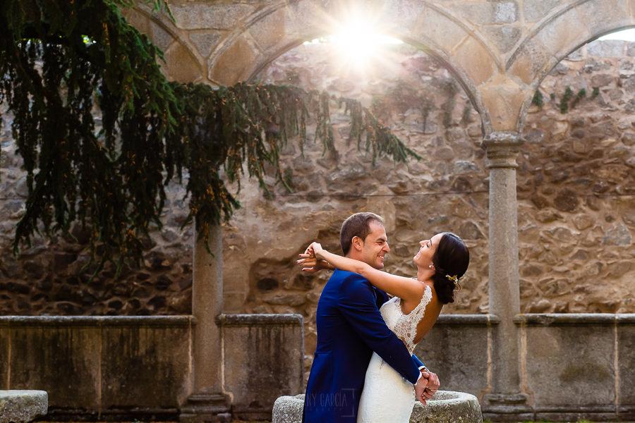 Bodas en Piedrahíta de Ana y Alberto, realizada por el fotógrafo de bodas en Salamanca Johnny García. Los novios en un momento de la sesión de postboda.