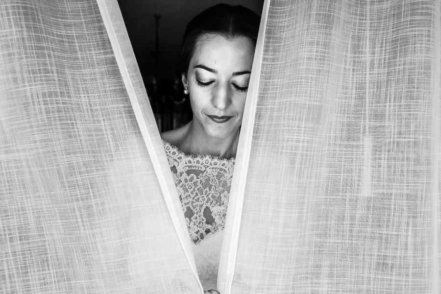 Bodas en Piedrahíta de Ana y Alberto, realizada por el fotógrafo de bodas en Salamanca Johnny García. Un retrato de Ana.