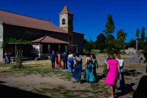 Bodas en Piedrahíta de Ana y Alberto, realizada por el fotógrafo de bodas en Salamanca Johnny García. Vista general de la ermita.