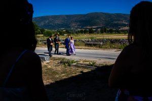 Bodas en Piedrahíta de Ana y Alberto, realizada por el fotógrafo de bodas en Salamanca Johnny García. El novio llega a la ermita.