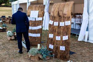 Bodas en Piedrahíta de Ana y Alberto, realizada por el fotógrafo de bodas en Salamanca Johnny García. Detalle del mesero.