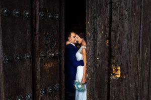 Bodas en Piedrahíta de Ana y Alberto, realizada por el fotógrafo de bodas en Salamanca Johnny García. Imagen de la pareja en la postboda.
