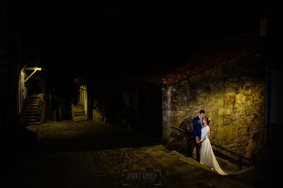 Boda en Villaviciosa de Carmen y David realizada por el fotógrafo de bodas en Asturias Johnny García. Foto de postboda en Lastres.