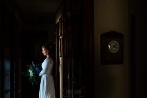 Boda en Villaviciosa de Carmen y David realizada por el fotógrafo de bodas en Asturias Johnny García. Un retrato de Carmen.