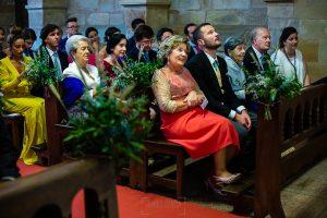 Boda en Villaviciosa de Carmen y David realizada por el fotógrafo de bodas en Asturias Johnny García. El hermano de la novia emocionado.