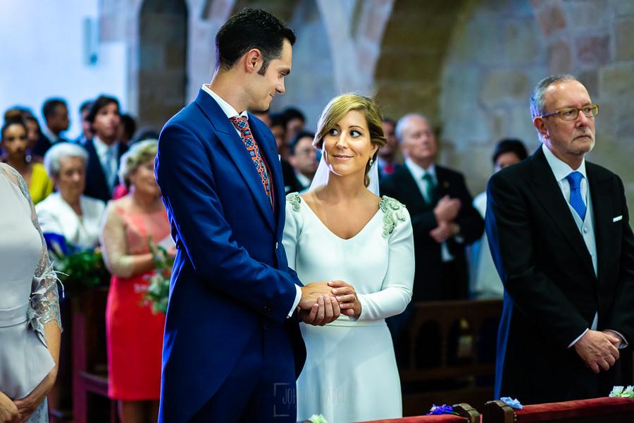 Boda en Villaviciosa de Carmen y David realizada por el fotógrafo de bodas en Asturias Johnny García. La pareja se dedica una palabras.