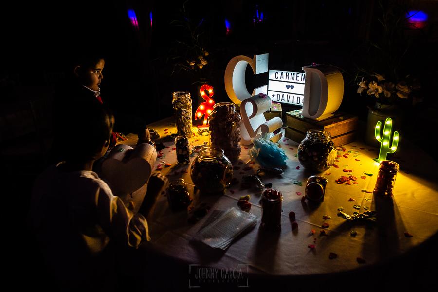 Boda en Villaviciosa de Carmen y David realizada por el fotógrafo de bodas en Asturias Johnny García. Detalle de la decoración de la fiesta.