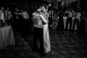 Bodas Jarandilla de la Vera, boda de Clara y David en el Hotel Ruta Imperial, fotos realizadas por Johnny García, fotógrafo de bodas en Cáceres. Baile nupcial.