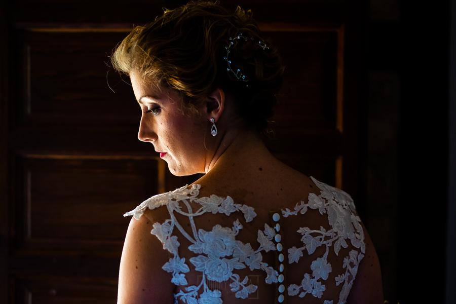Bodas Jarandilla de la Vera, boda de Clara y David en el Hotel Ruta Imperial, fotos realizadas por Johnny García, fotógrafo de bodas en Cáceres. Un retrato de la novia.