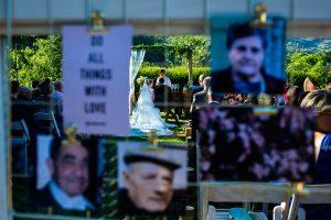 Bodas Jarandilla de la Vera, boda de Clara y David en el Hotel Ruta Imperial, fotos realizadas por Johnny García, fotógrafo de bodas en Cáceres. Un detalle de los novios desde la parte trasera.