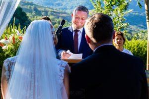 Bodas Jarandilla de la Vera, boda de Clara y David en el Hotel Ruta Imperial, fotos realizadas por Johnny García, fotógrafo de bodas en Cáceres. El hermano del novio le dedica unas palabras.