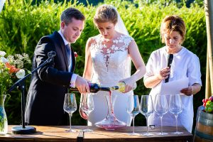 Bodas Jarandilla de la Vera, boda de Clara y David en el Hotel Ruta Imperial, fotos realizadas por Johnny García, fotógrafo de bodas en Cáceres. El rito del vino.
