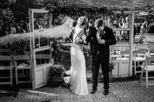 Bodas Jarandilla de la Vera, boda de Clara y David en el Hotel Ruta Imperial, fotos realizadas por Johnny García, fotógrafo de bodas en Cáceres. Momento arroz.