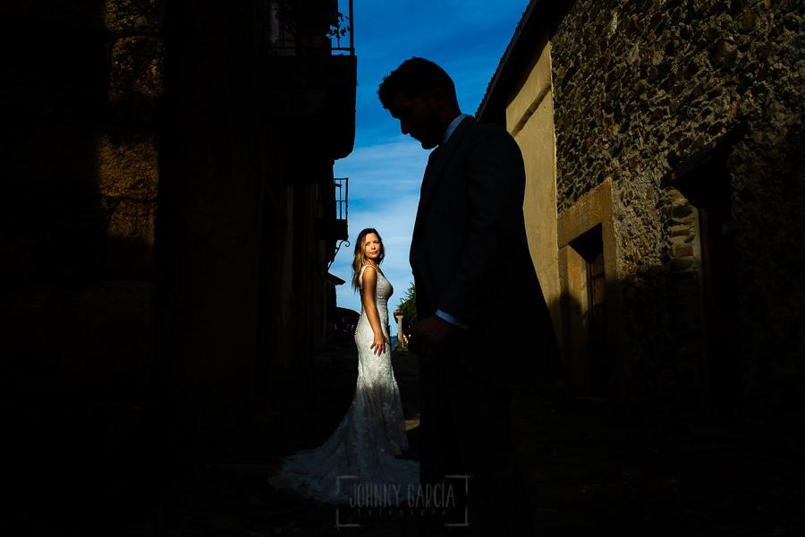 Boda en Aldeanueva del Camino de Sonia y Samuel realizada por el fotógrafo de bodas Johnny García. Retrato de Susana.