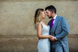 Boda en Aldeanueva del Camino de Sonia y Samuel realizada por el fotógrafo de bodas Johnny García. Retrato emn la postboda.
