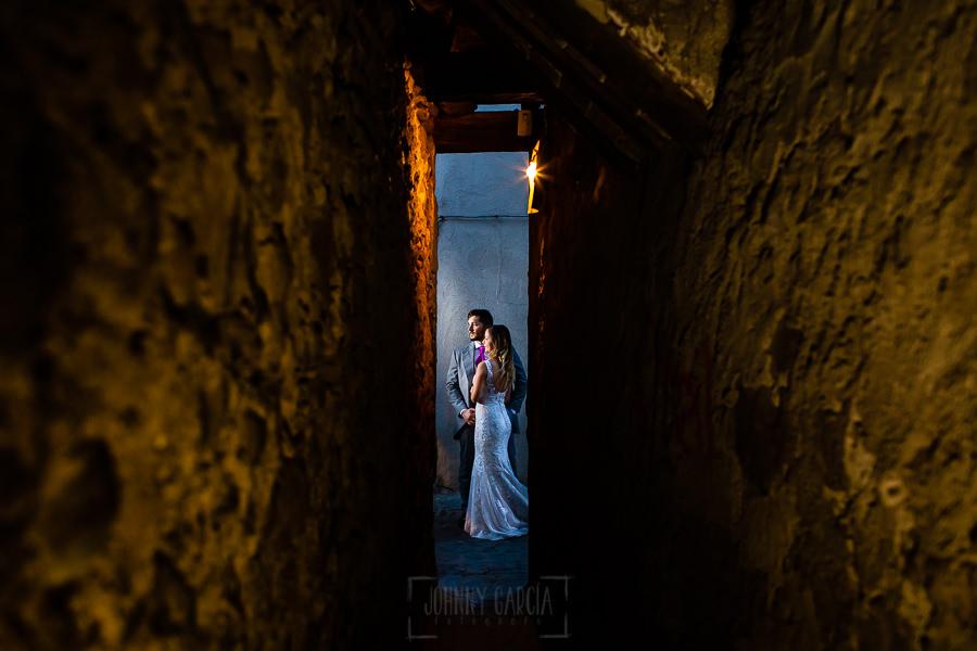 Boda en Aldeanueva del Camino de Sonia y Samuel realizada por el fotógrafo de bodas Johnny García. La post boda por la judería de Hervás.